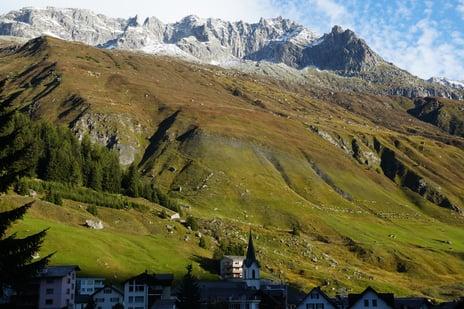 Landschaften auf dem Gotthard Panorama Express